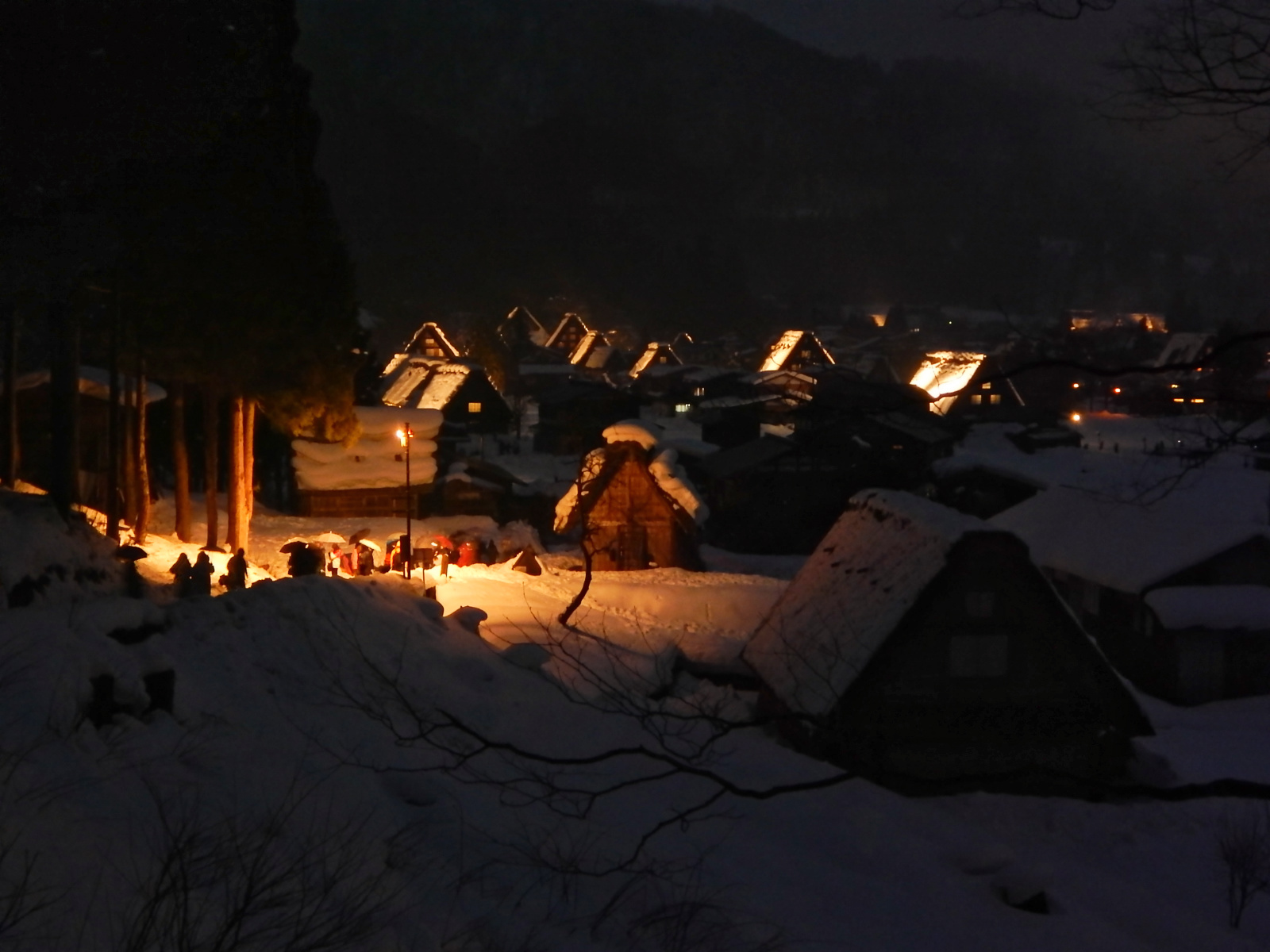 Shirakawa-go Lights Up.