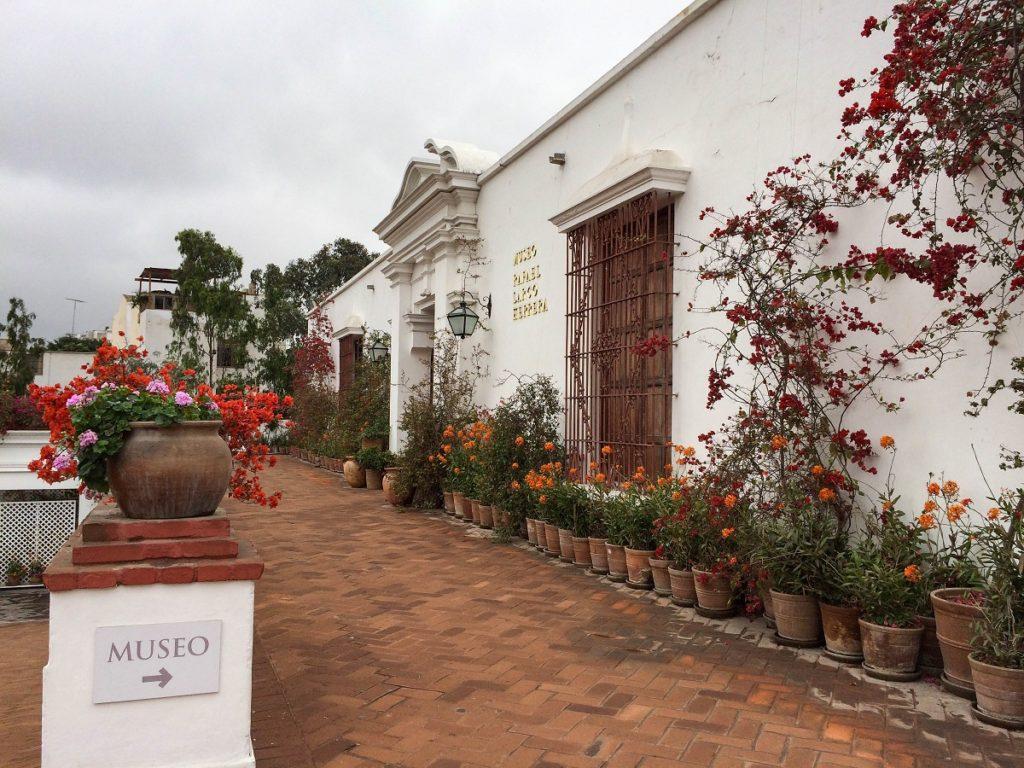 entrada do museu Larco