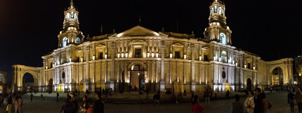 plaza de armas à noite em Arequipa