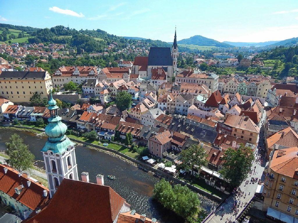 Vista da torre do castelo de Cesky Krumlov.