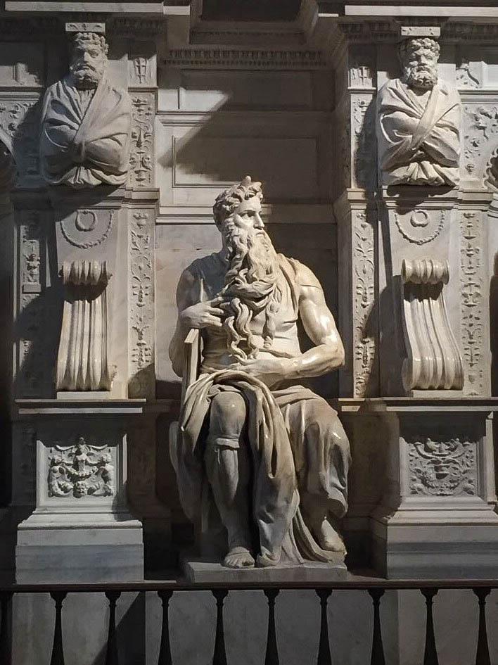 Moisés, de Michelângelo.