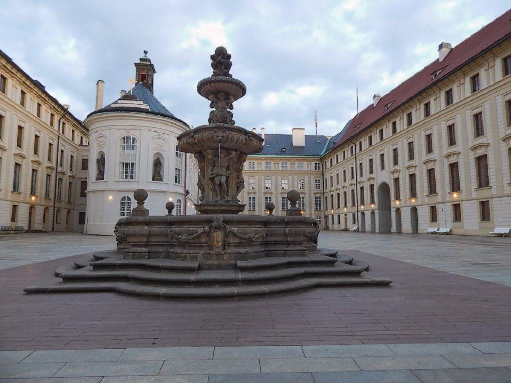 Pátio do Castelo de Praga.