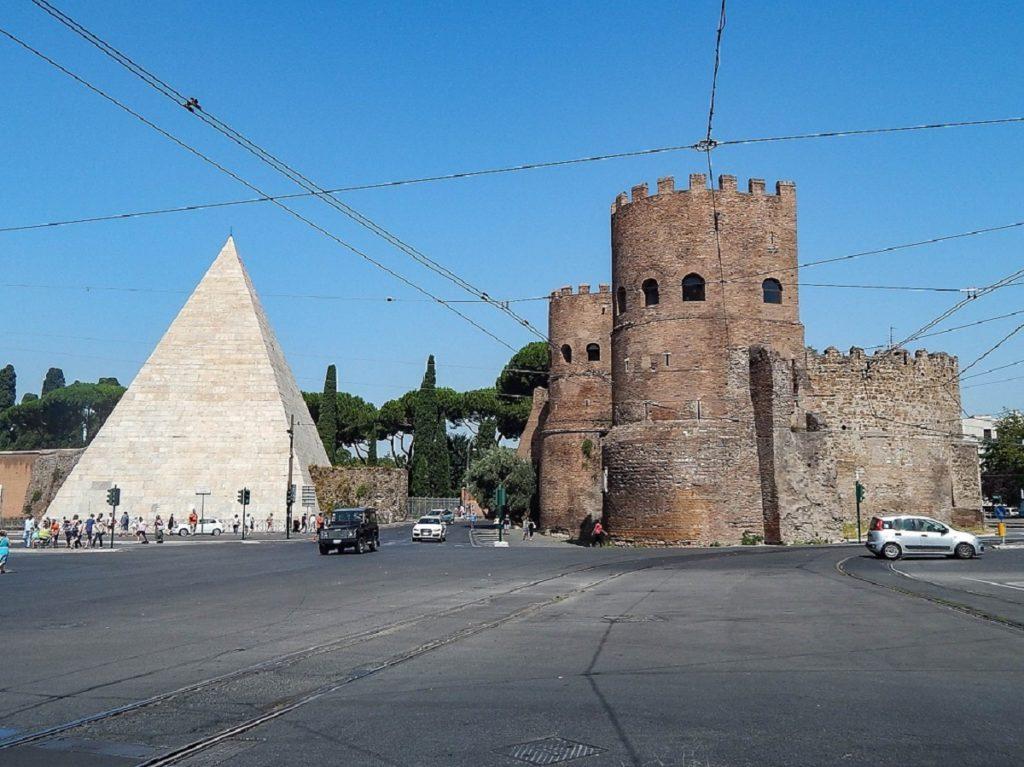 Piramide Caio Cestio e Porta San Paolo.
