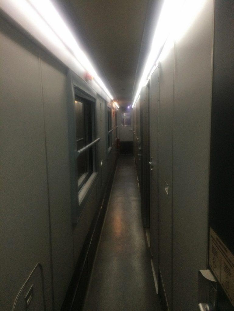 Trem noturno na Itália.
